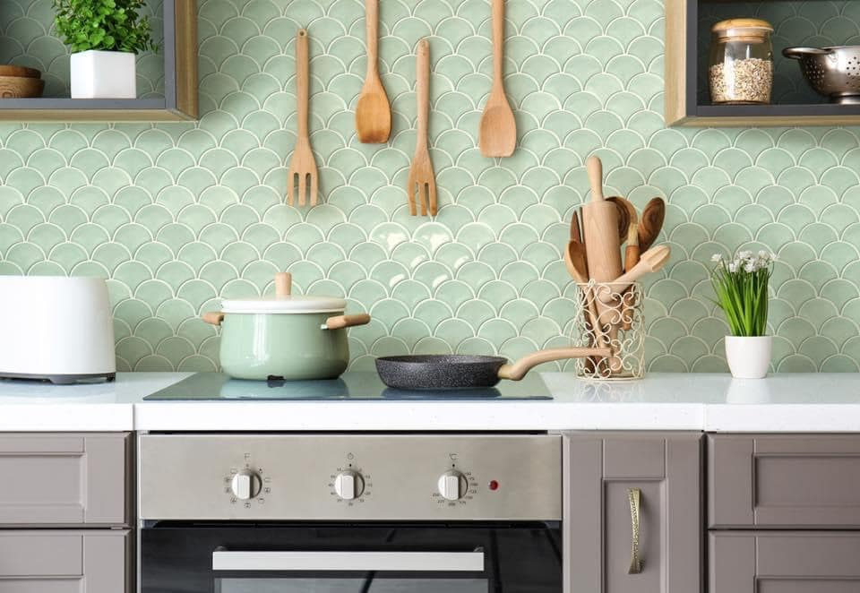 gach mosaic mau xanh nhat op tuong
