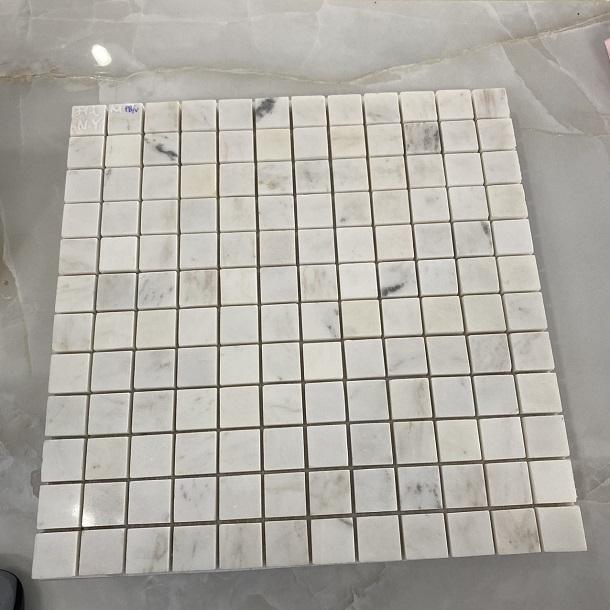 da mosaic opt uong cam thach trang op lat phong ve sinh