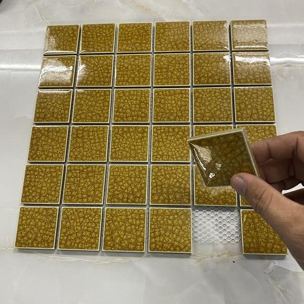 gach mosaic mau vang