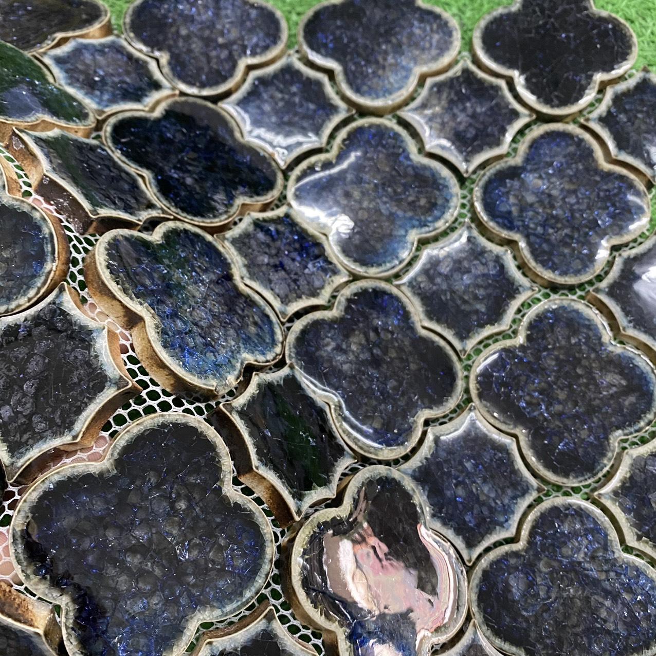 gach mosaic op tuong bong hoa