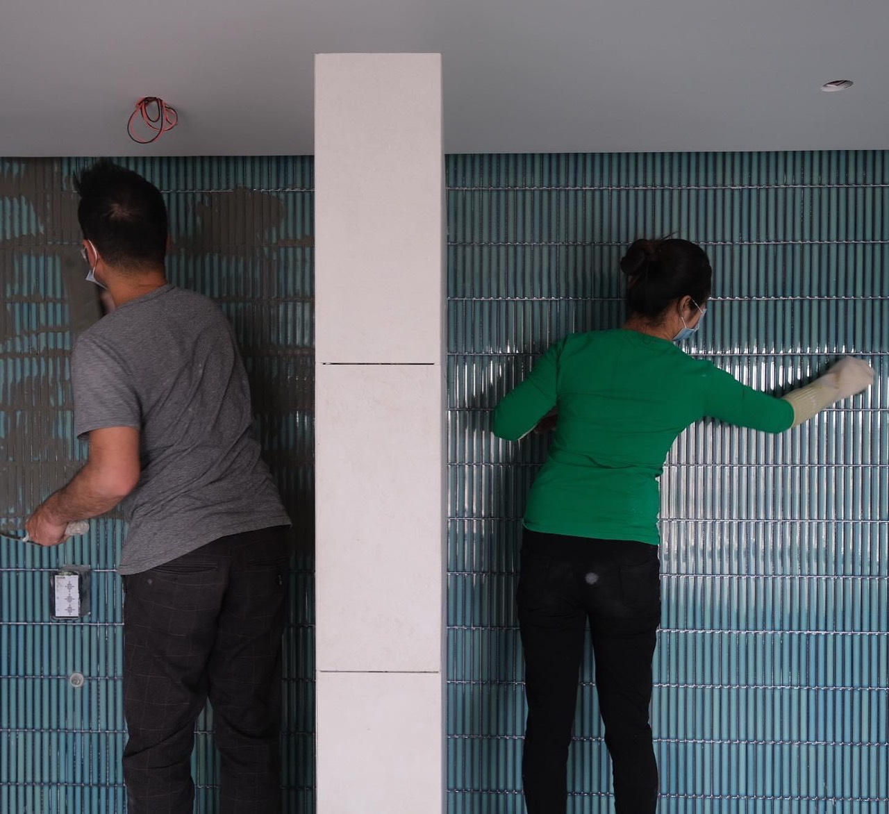 thi cong gach mosaic dua