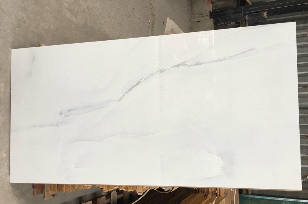 gach lat nen 60x120 cm mau trang van khoi