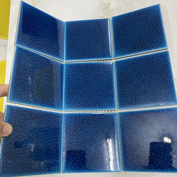 gach mau xanh duong 10x10 cm op bep phong ve sinh