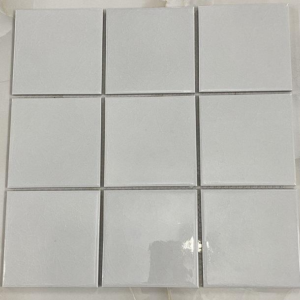 gach mosaic mau trang vuong 10x10 cm men ran