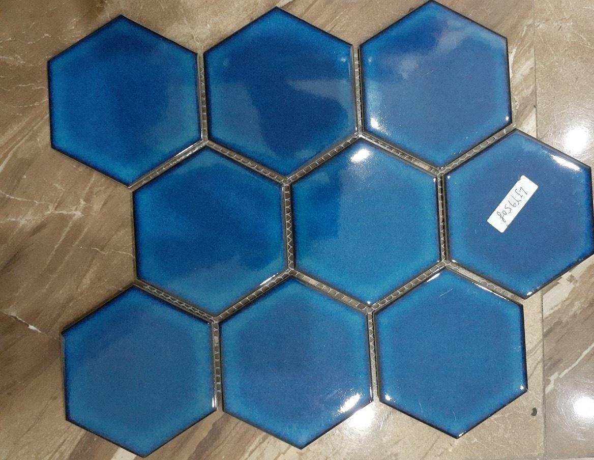 mosaic luc giac mau xanh duong men ran