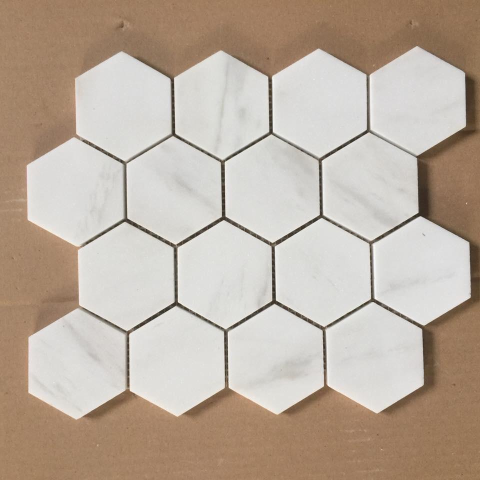 da mosaic luc giac op tuong mau trang da marble