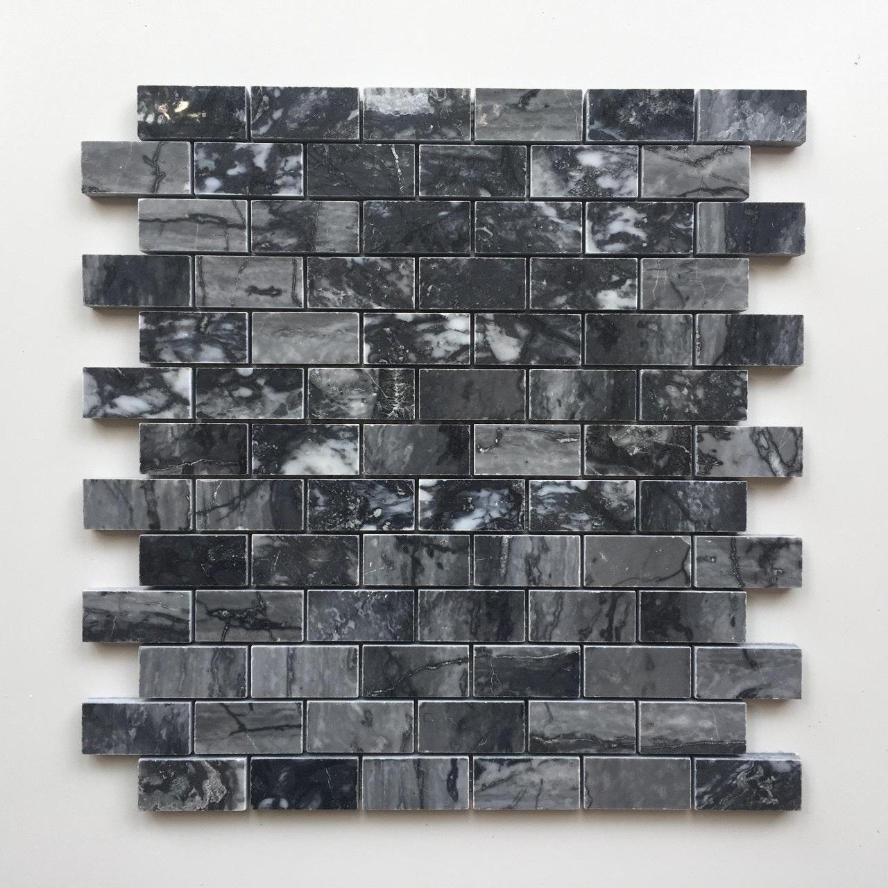da mosaic marble op tuong mau den