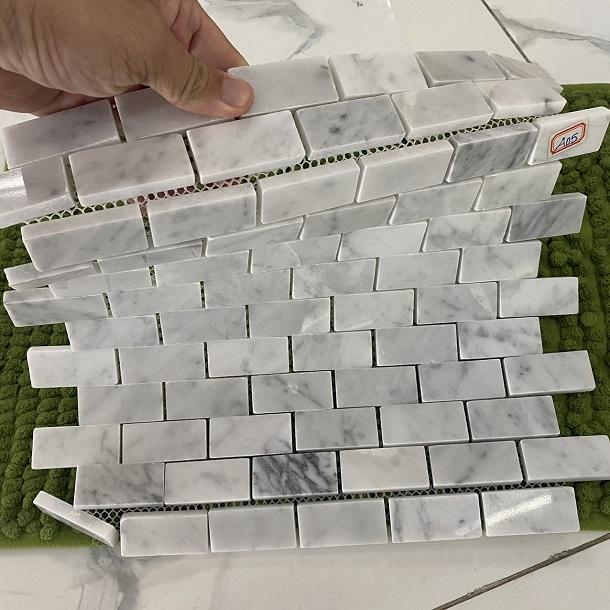 gach da mosaic op tuong da tu nhien mau trang