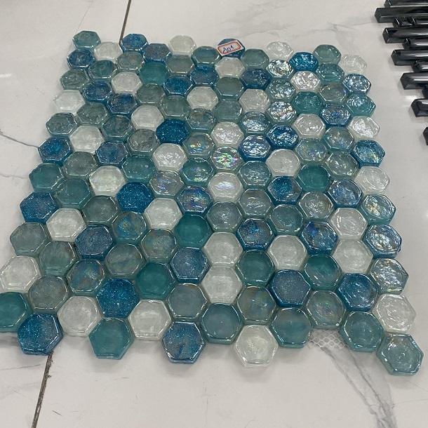 gach mosaic luc giac mau xanh nuoc bien