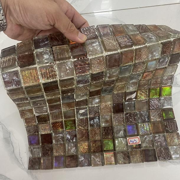 gach mosaic thuy tinh van co dien