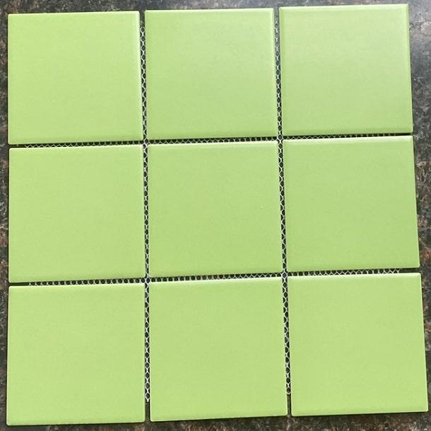 gach mosaic 10x10 mau xanh la cay